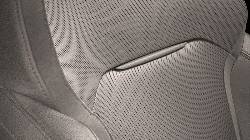 Renault MEGANE Sedan - Side view of the rear bench seat with door open