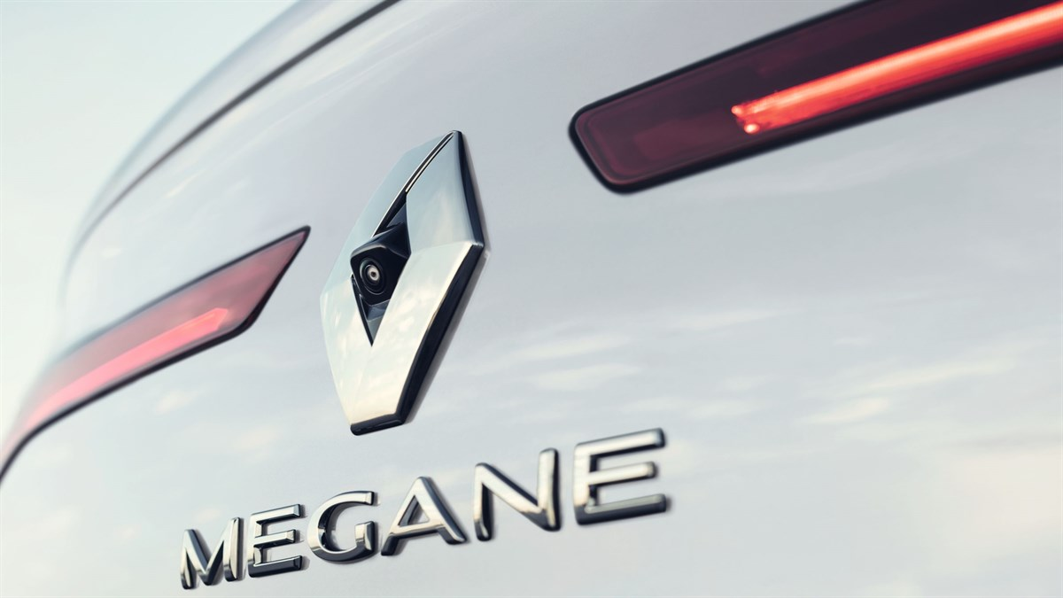 Renault MEGANE Sedan - Renault logo on vehicle boot