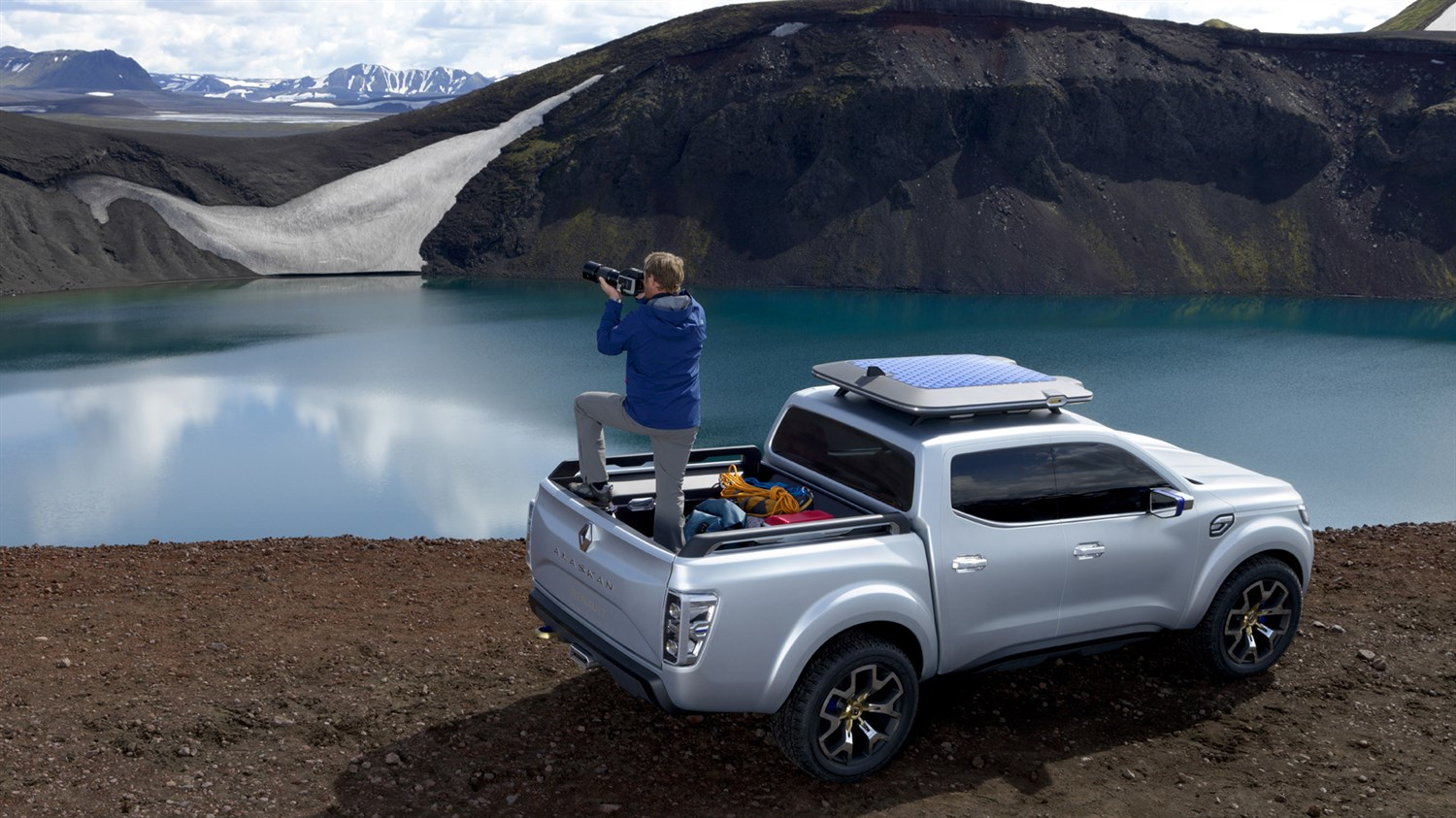 Renault ALASKAN Concept - 3/4 rear view - The ideal partner for an exploratory photographer