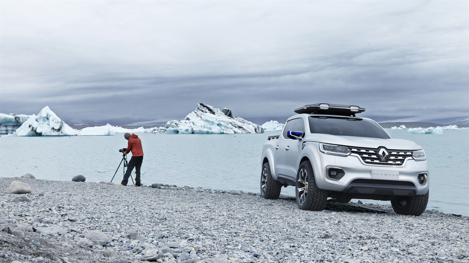 Renault ALASKAN Concept - 3/4 front view - The ideal partner for an exploratory photographer