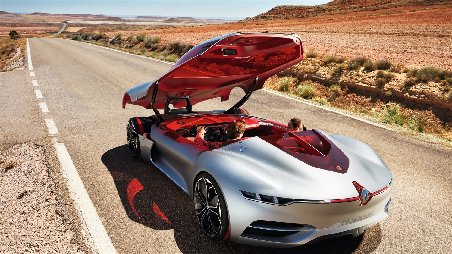 Renault TREZOR Concept - couple in the car